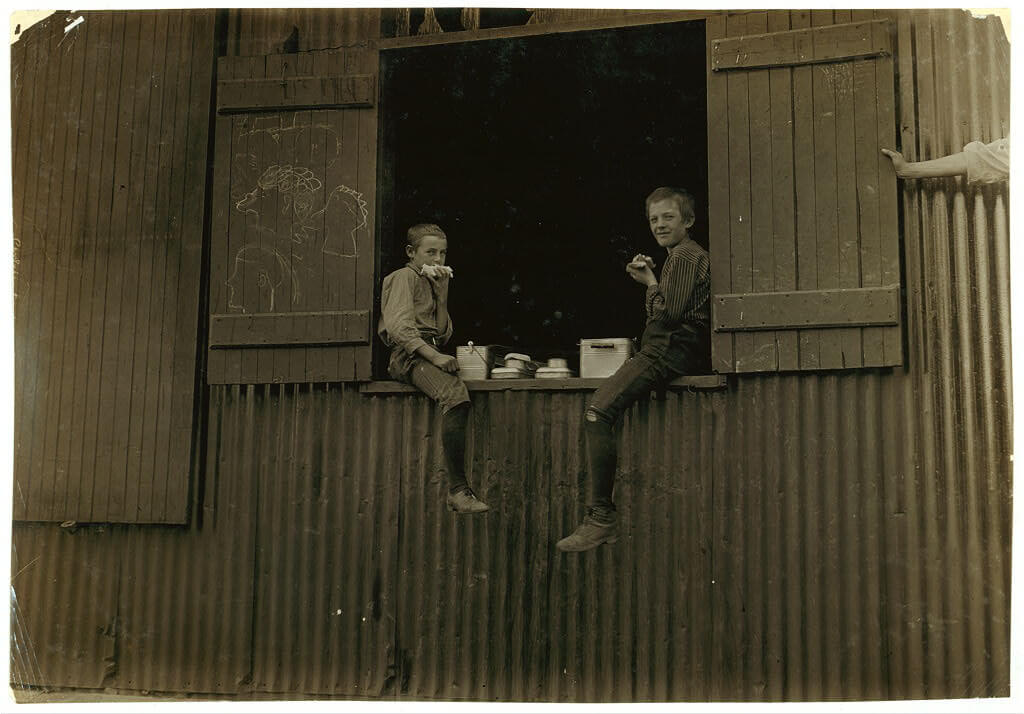 Lewis Wickes Hine - boys on a lunch break