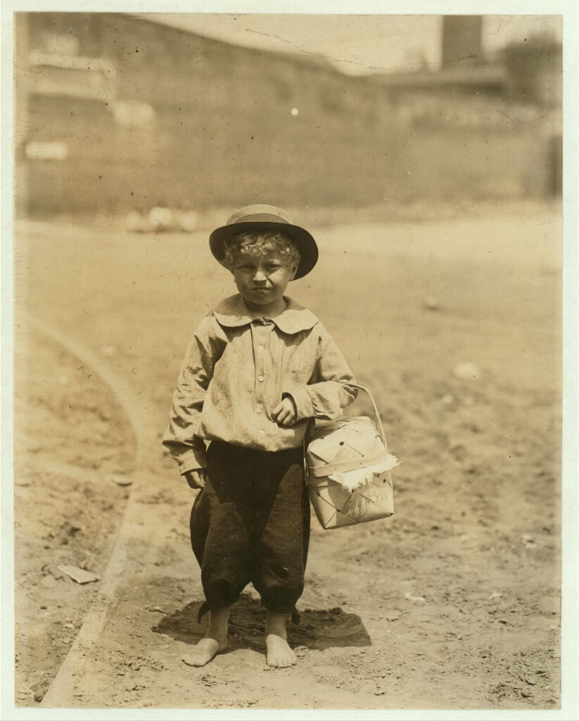 Lewis Wickes Hine - dinner toter in Columbus Georgia