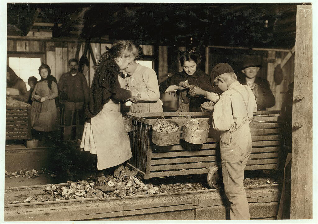 Lewis Wickes Hine - oyster-shuckers