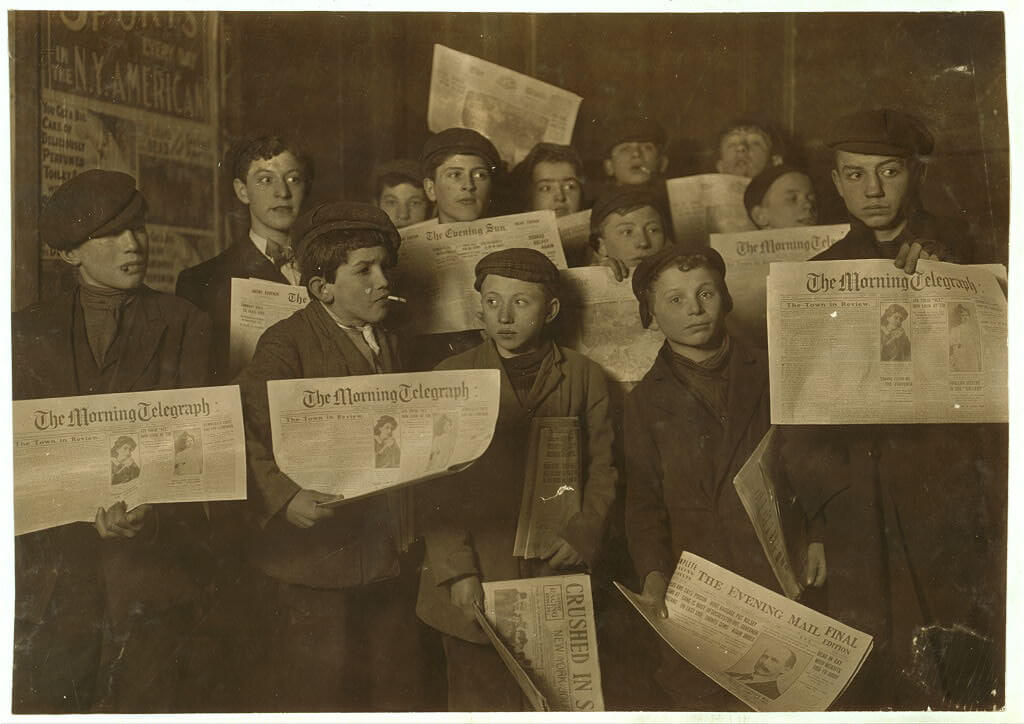 Lewis Wickes Hine - newspaper boys