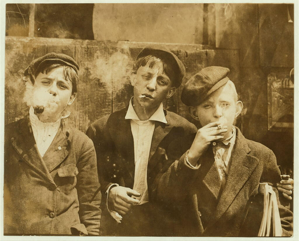 Lewis Wickes Hine - boys smoking