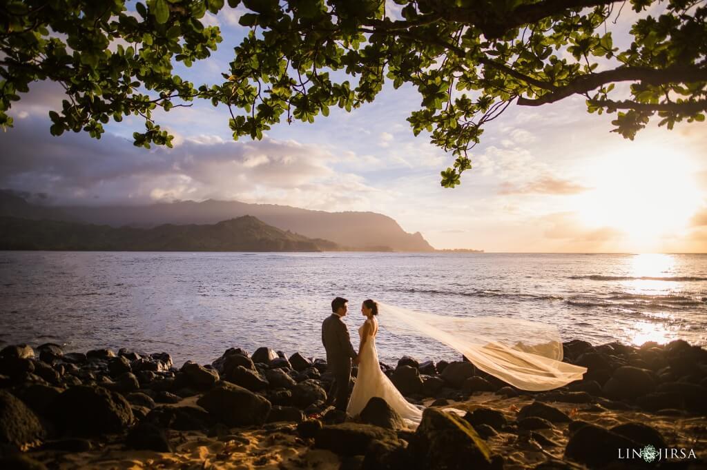 Couple stands in front of ocean in Hawaii